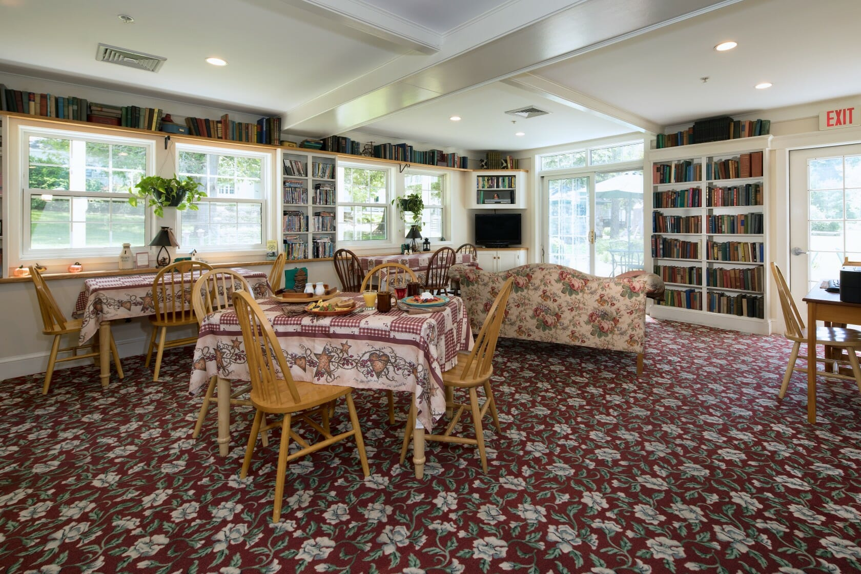 large breakfast seating area for group accommodations in camden maine