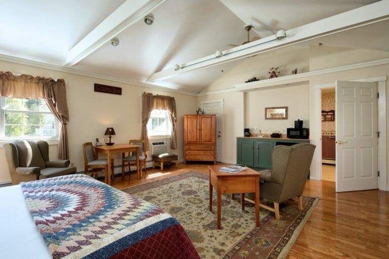 pet-friendly things to do camden maine - best dog-friendly bed and breakfast camden main