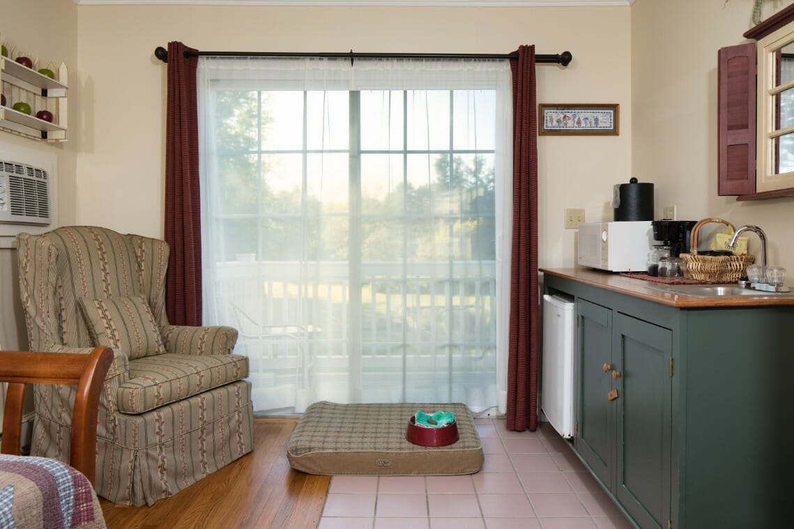 group accommodations in camden maine with pet friendly hotel rooms
