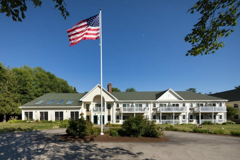 Country Inn Exterior front american flag - hotel in camden maine