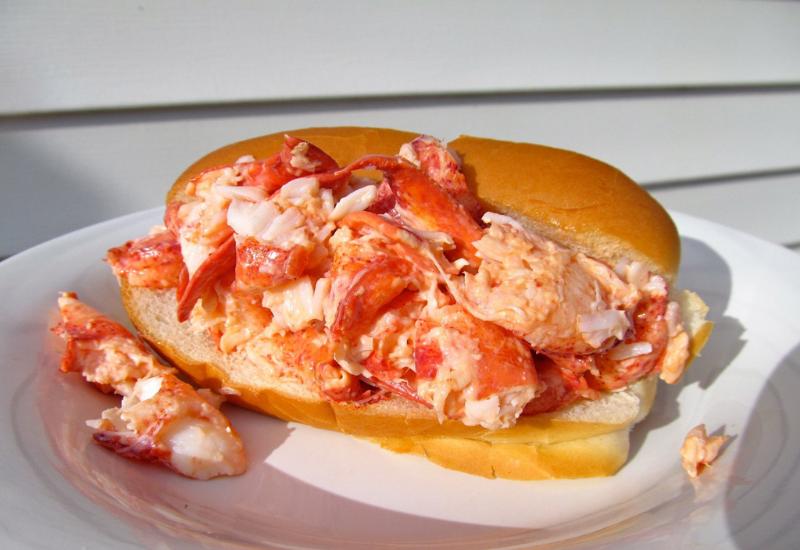best restaurants rockport maine - lobster roll graffam bros