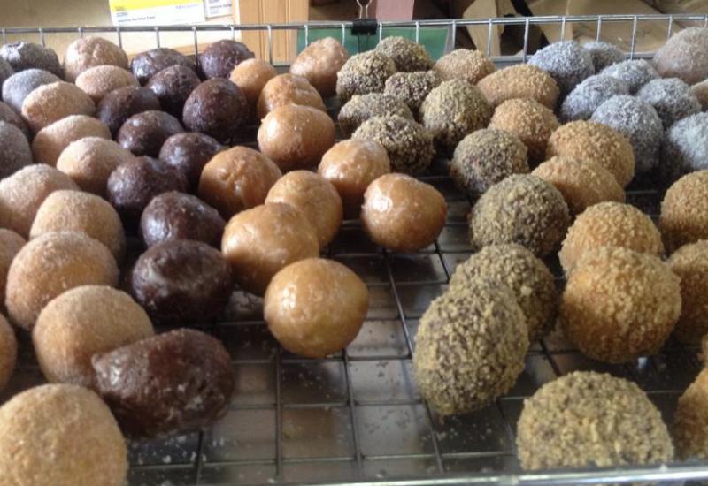 best restaurants rockport maine - willow bake shoppe donut holes