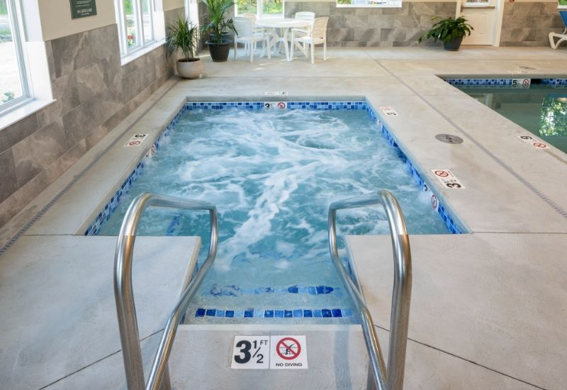 group accommodations in camden maine with indoor pool and hot tub